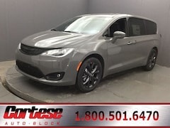 New 2020 Chrysler Pacifica TOURING Passenger Van 2C4RC1FG1LR140741 for sale in Rochester, NY