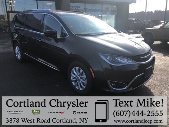 New 2019 Chrysler Pacifica TOURING L Passenger Van Cortland, NY