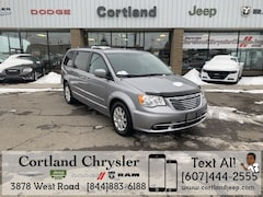 Used 2013 Chrysler Town & Country Touring Minivan/Van 2190452