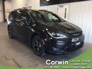 New 2018 Chrysler Pacifica LIMITED Passenger Van dealer in Fargo ND - inventory
