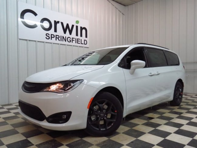 New 2019 Chrysler Pacifica TOURING L Passenger Van Springfield, MO