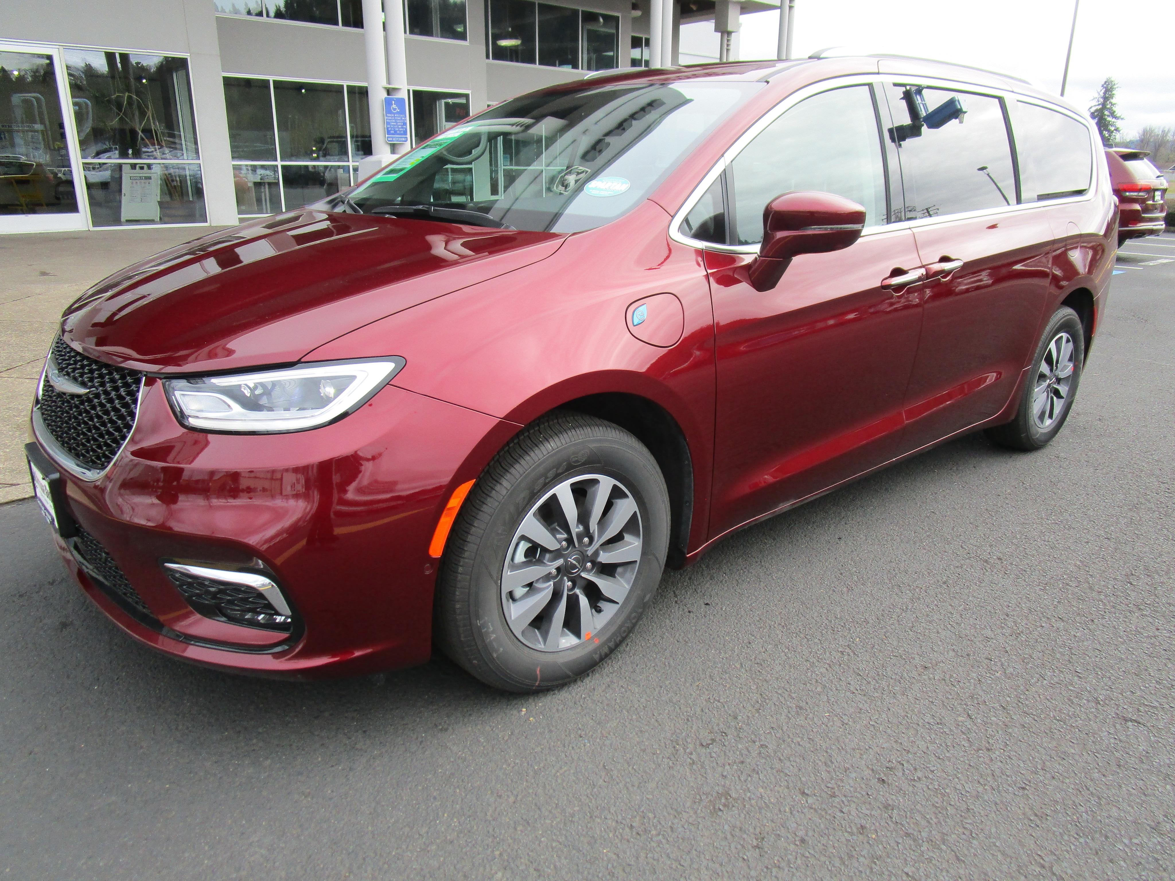 2021 Chrysler Pacifica Hybrid Minivan