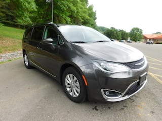2019 Chrysler Pacifica TOURING L Passenger Van in Clarksburg WV
