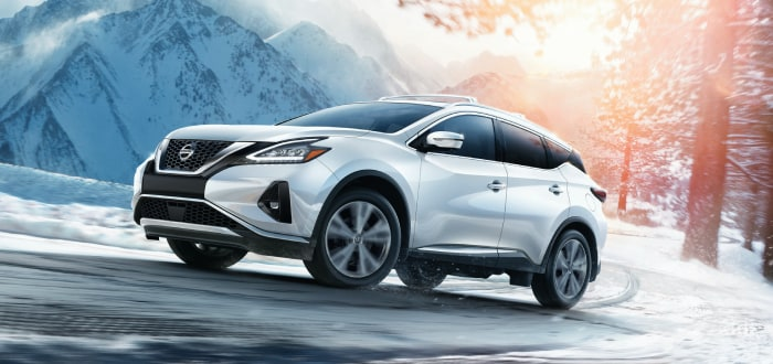 Nissan Murano in the snowy mountains