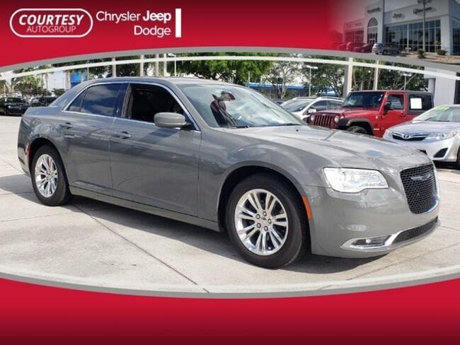 2019 Chrysler 300 Touring Touring RWD