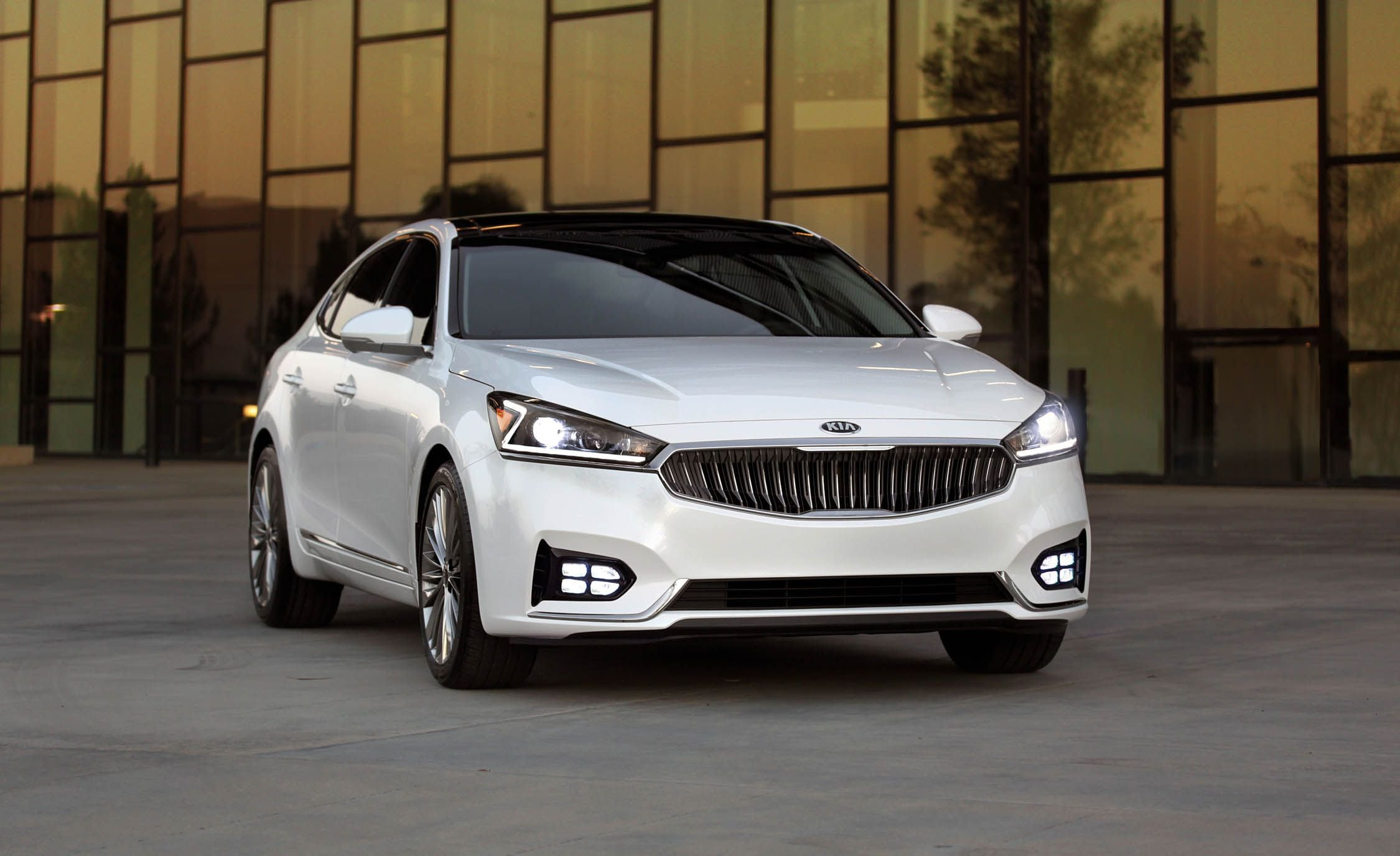 2019 Kia Cadenza Luxury Car