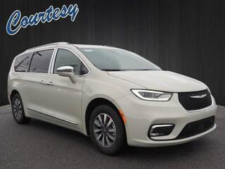 New 2021 Chrysler Pacifica Hybrid LIMITED Passenger Van in Altoona, PA