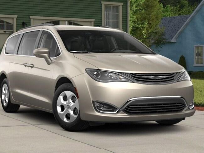 New 2018 Chrysler Pacifica Hybrid TOURING L Passenger Van for sale in Danville, IL