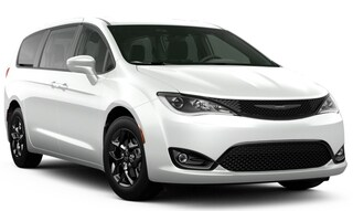 New 2020 Chrysler Pacifica TOURING Passenger Van in Danville, IL