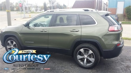 Featured used 2019 Jeep Cherokee Limited 4x4 SUV for sale in Danville, IL