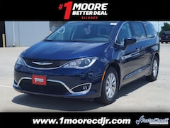 2018 Chrysler Pacifica TOURING PLUS Passenger Van Silsbee, TX