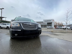 2010 Chrysler Town & Country LIMITED Van Regular