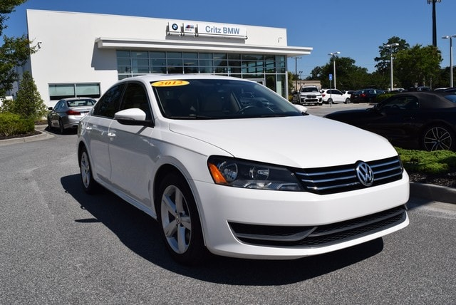 2012 Volkswagen Passat 2.5L SE w/Sunroof/Navigation Sedan