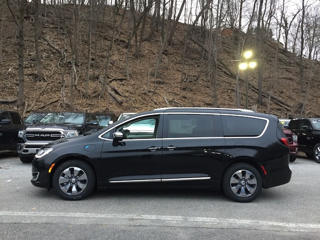 New 2018 Chrysler Pacifica Hybrid LIMITED Passenger Van near White Plains