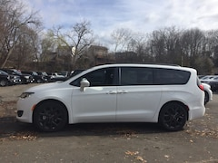 New 2020 Chrysler Pacifica LIMITED Passenger Van near White Plains