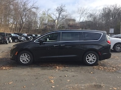 New 2020 Chrysler Pacifica TOURING Passenger Van near White Plains