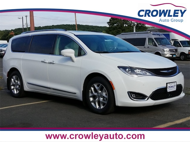 New 2019 Chrysler Pacifica TOURING L PLUS Passenger Van for sale/lease Bristol, CT