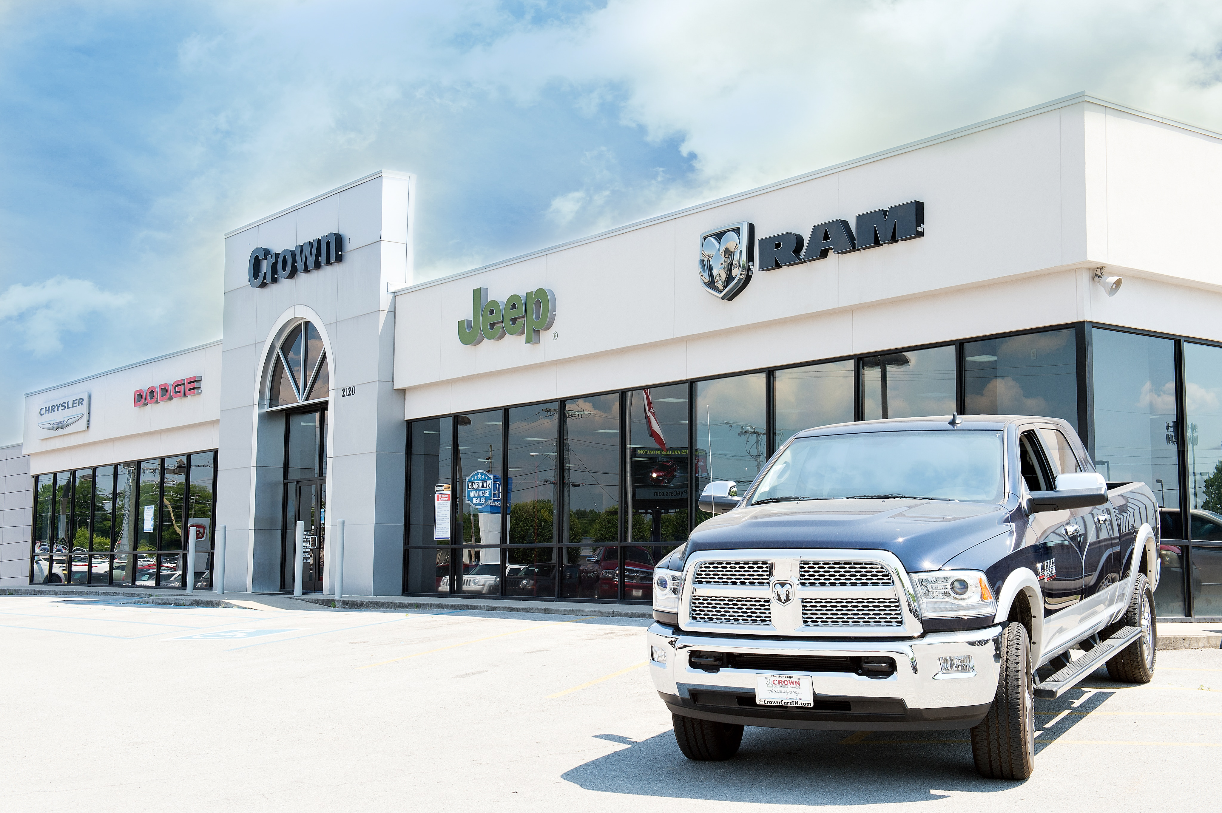 Jeep Dealers Cleveland >> Crown Auto Dealers New Dodge Jeep Fiat Chrysler Ram