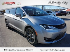 2020 Chrysler Pacifica Red S Red S FWD