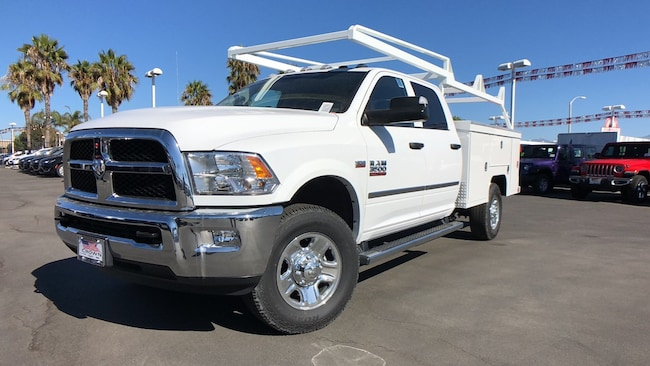2018 Ram 3500 Chassis TRADESMAN CREW CAB CHASSIS 4X4 172.4 WB Crew Cab
