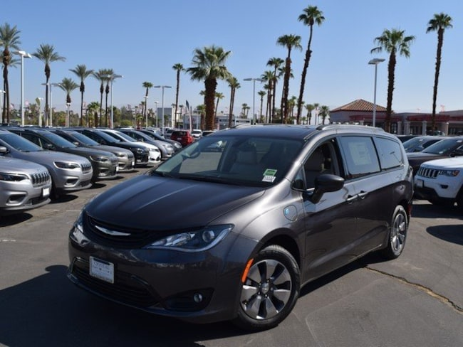 New 2018 Chrysler Pacifica Hybrid TOURING L Passenger Van Cathedral City, CA