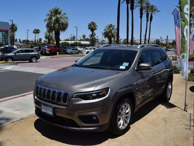 New 2019 Jeep Cherokee LATITUDE FWD Sport Utility Cathedral City, CA