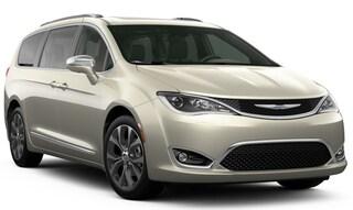 New Chrysler Dodge Jeep Ram models 2020 Chrysler Pacifica LIMITED Passenger Van for sale in Homosassa, FL