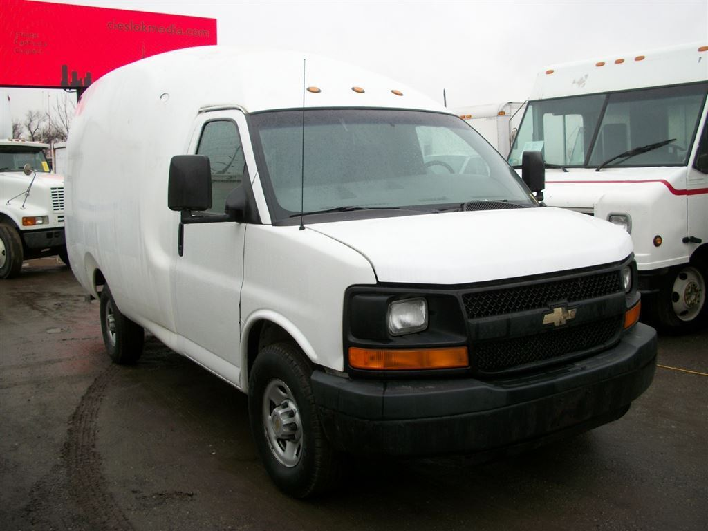 2005 Chevrolet Express 3500 Bubble Van 11 ft single wheel Truck