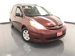 2010 Toyota Sienna LE w/8 Pass. Seating Van