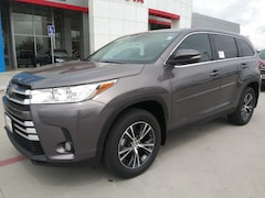 New 2019 Toyota Highlander LE Plus V6 SUV in Pampa, TX