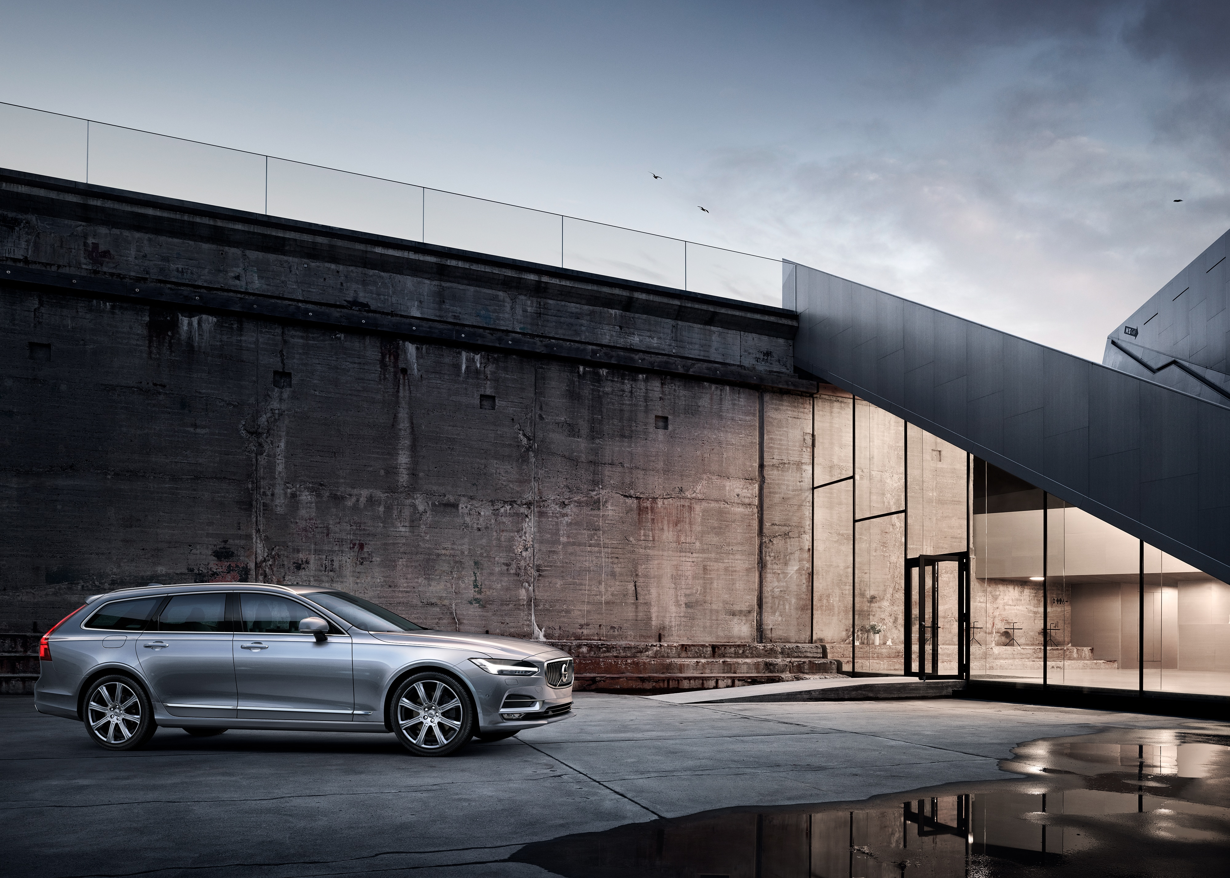 Volvo Dealership Los Angeles >> Why The Volvo V90 Is The Right Luxury Car For Los Angeles