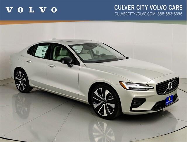 2022 Volvo S60 B5 AWD Momentum Sedan