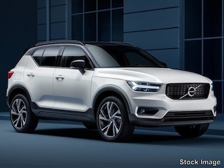New 2019 Volvo XC40 T4 Momentum SUV VX19129 in Culver City, CA