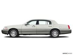 2004 Lincoln Town Car Signature Sedan