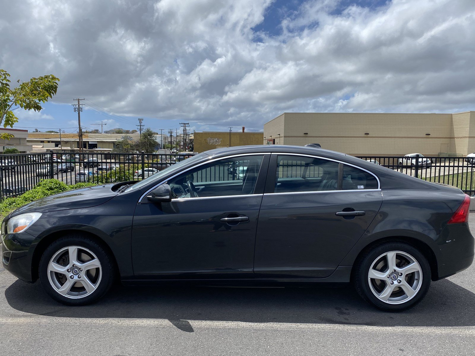 Featured Pre-owned 2012 Volvo S60 T5 Sedan for sale in Waipahu, HI