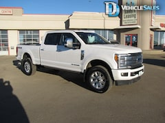 2017 Ford F-350 Platinum, 4x4, SYNC, Panoramic Roof Truck