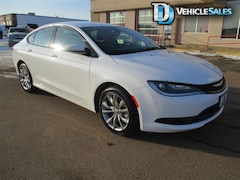 2015 Chrysler 200 S SERIES, AWD, LEATHER, UCONNECT, COMAND START Sedan