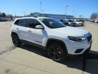 New 2019 Jeep Cherokee ALTITUDE 4X4 Sport Utility J13284 for sale in Waterloo, IA