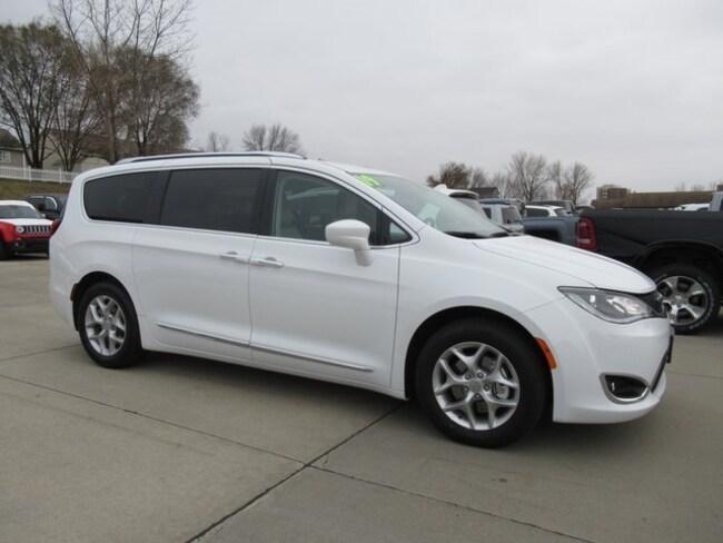 New 2019 Chrysler Pacifica TOURING L PLUS Passenger Van Waterloo, IA