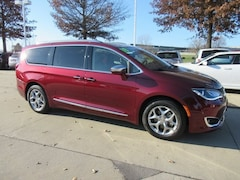 Certified Pre-Owned 2018 Chrysler Pacifica Limited Limited FWD 2C4RC1GG4JR232700 for Sale in Waterloo, IA
