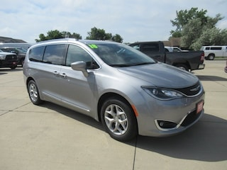New 2018 Chrysler Pacifica TOURING L PLUS Passenger Van for sale in Waterloo, IA