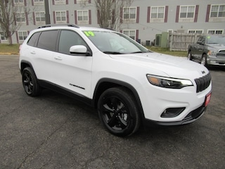 New 2019 Jeep Cherokee ALTITUDE 4X4 Sport Utility for sale in Waterloo, IA