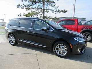 New 2019 Chrysler Pacifica LIMITED Passenger Van for sale in Waterloo, IA