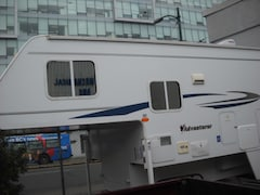 2009 ADVENTURER 8ft truck camper super clean
