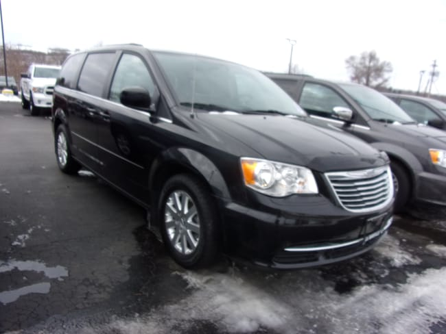 Used 2016 Chrysler Town & Country LX Van LWB Passenger Van For Sale in Dansville, NY