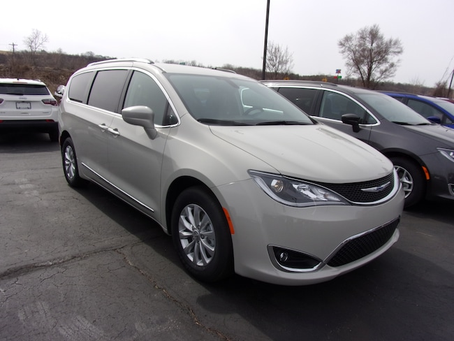 New 2019 Chrysler Pacifica TOURING L Passenger Van For Sale in Dansville, NY