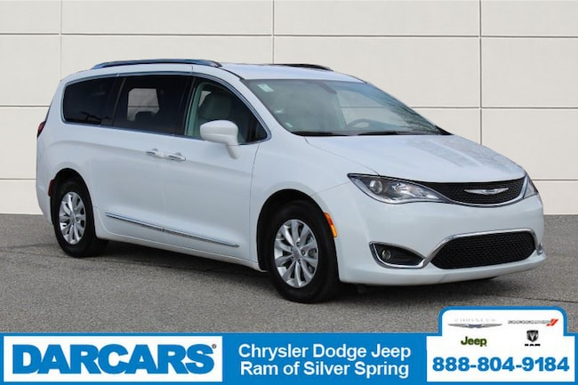 Certified Pre-Owned 2018 Chrysler Pacifica Touring L Van in Silver Spring