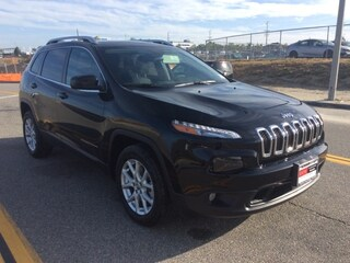 New 2017 Jeep Cherokee Latitude FWD SUV
