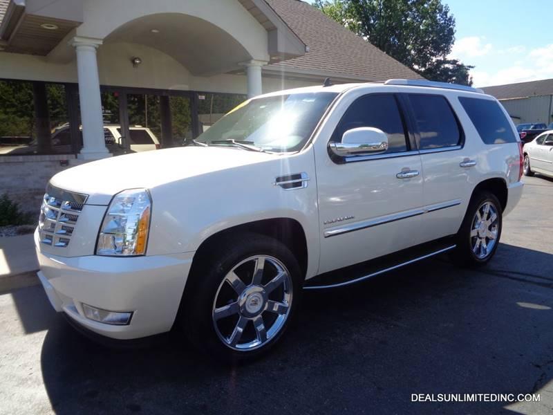 2010 CADILLAC ESCALADE Luxury SUV