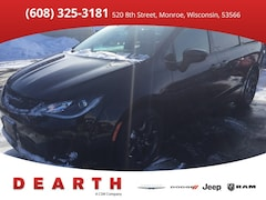 New Chrysler Dodge Jeep Ram models 2019 Chrysler Pacifica TOURING L Passenger Van for sale in Monroe, WI near Madison